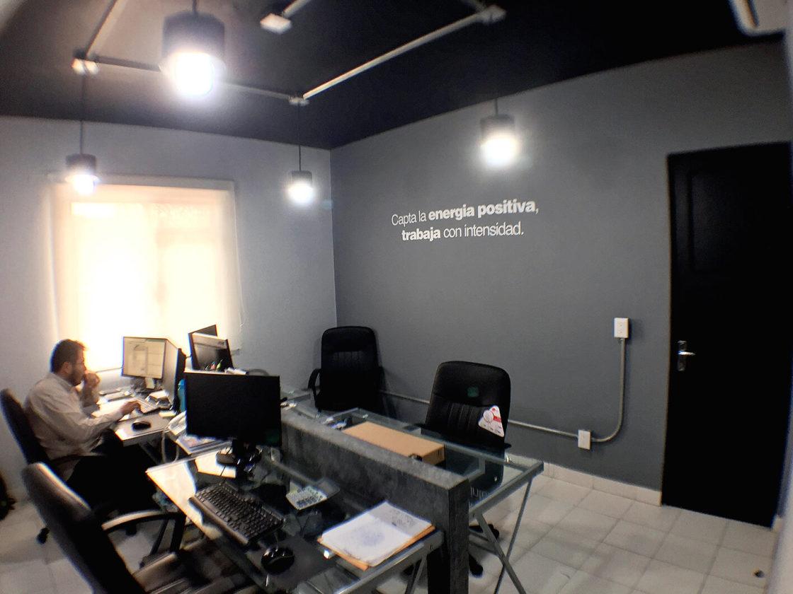 Interiorismo en Oficinas y producción de cuadros personalizados